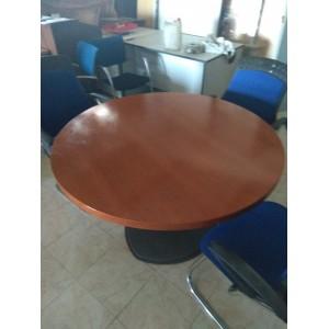 Mesa de reuniones circular.